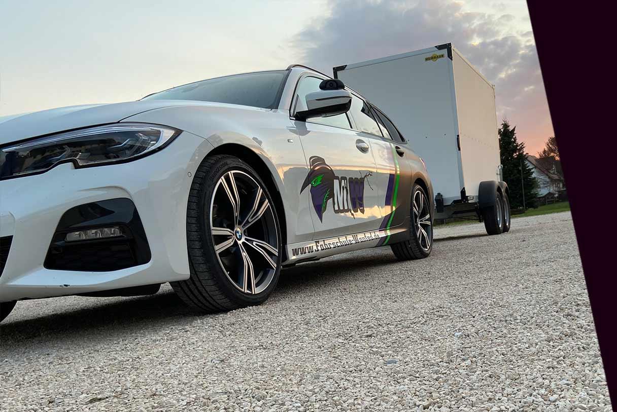 Auto mit Anhänger, Lernen bei Fahrschule Most Wanted Bogingen bei Augsburg
